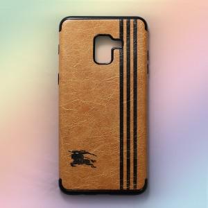 Ốp lưng da Samsung Galaxy A8 2018 khắc hình Burberry (Vàng)